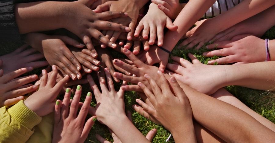 Hands outdoor preschool in Seattle